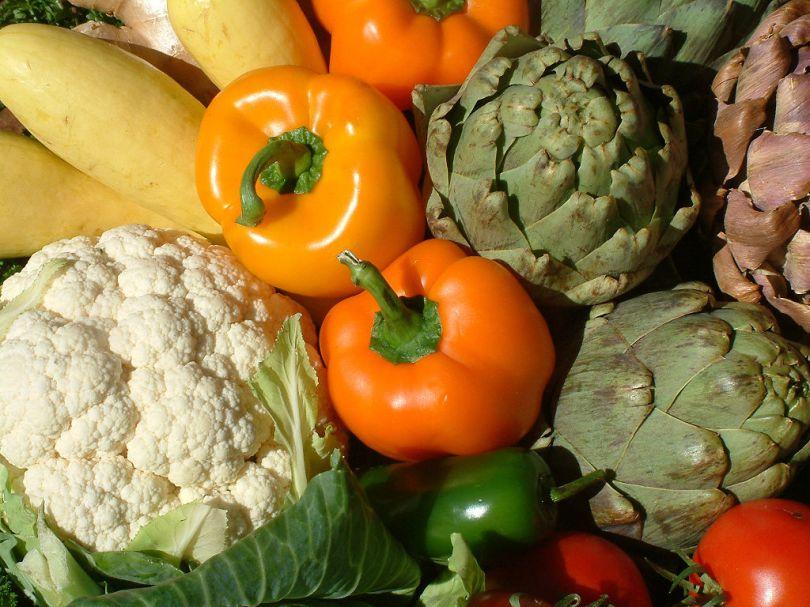 1024px-artichoke_flower_and_veggies