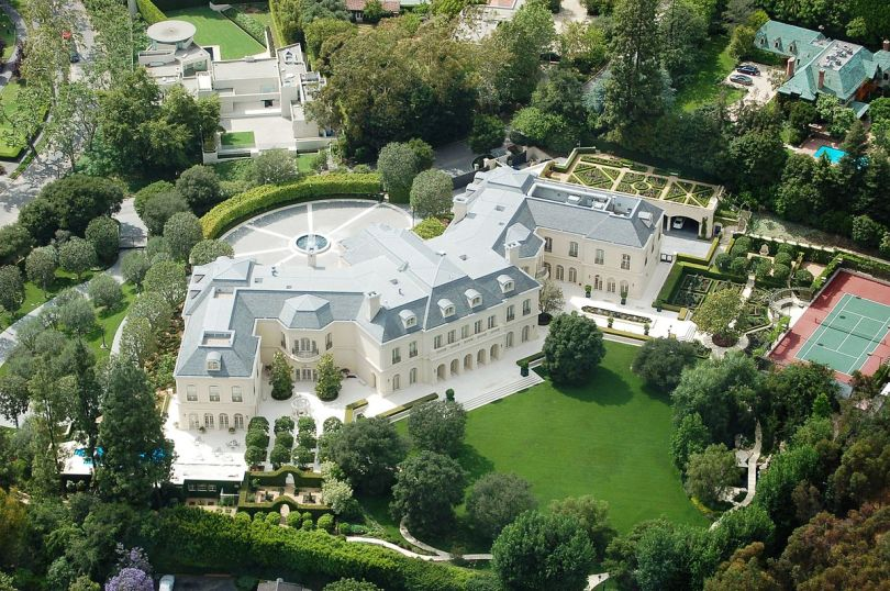 1200px-The_Manor,_Holmby_Hills,_Los_Angeles,_in_2008