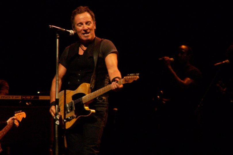 1081px-Springsteen_with_Telecaster